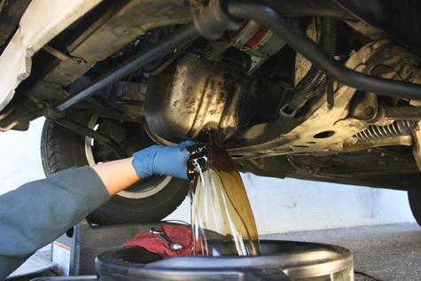 ¿Cuándo hay que cambiar el aceite del coche?